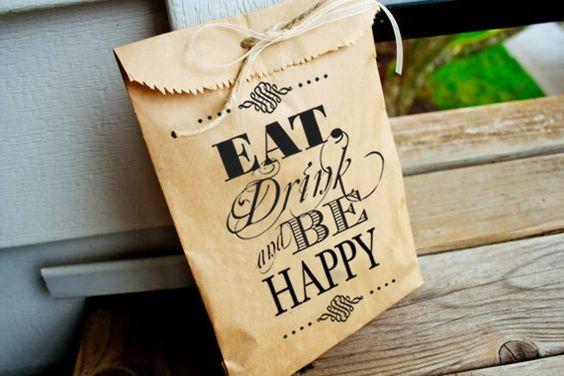 """Bolsitas Kraft """"Eat, Drink and Be Happy"""" / Recuerdos y detalles para boda / Ideas originales bodas, fiestas y eventos / Mustache Balloon / parties / COMPRA AQUÍ: www.globosdeluz.com"""