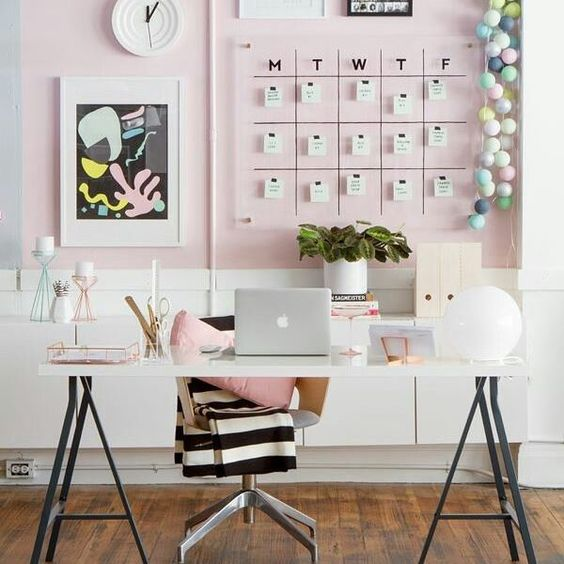 O que falar desse home office lindíssimo? 😍 www.eutambemdecoro.com.br  Foto via: Pinterest  #decorarion #decoracao #decora #inspiracao #ideia #decora #decoro #office #designdeinteriores #design #arquitetura #architecture #cores #cantinho #fofura #lindeza #euquero