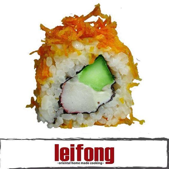 Sushi Crunchy Carrot  (Cangrejo, pepino y queso philadelphia con topping de zanahoria)  #leifong  #sushi Tel. 2563-7541