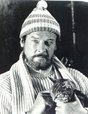 Roger Moore, subsequent James Bond ( who looked a bit more fun, in my humble opinion) and cat lover.