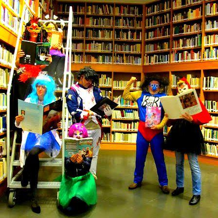 En la Biblioteca ya ha comenzado el #carnaval.  Mira lo que estamos leyendo en: https://es.pinterest.com/bibliotecaullca/carnaval-en-canarias/