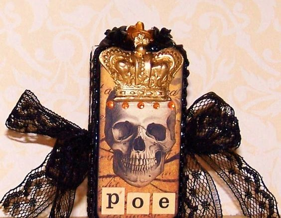 A Nostalgic Halloween: Halloween Domino Book - King Poe