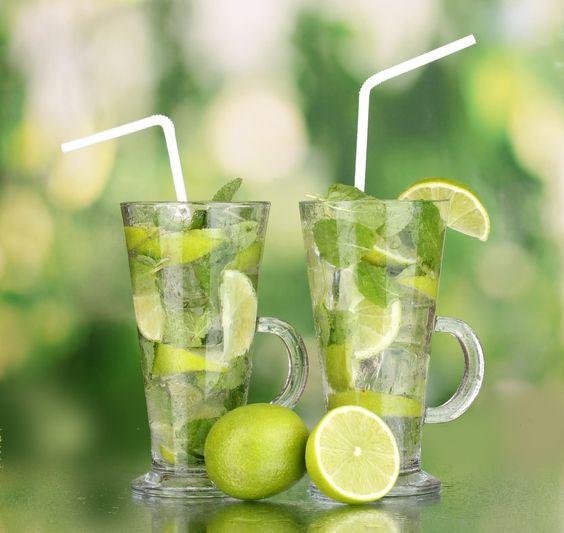 Tome 2 litros de água gelada aromatizada por dia e siga um cardápio com poucas calorias. O resultado é menos 3 kg em 1 mês. Saiba como  O segredo para perder peso, reduzir medidas e até