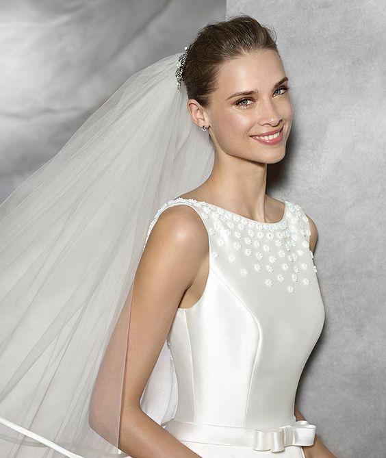 Pronovias > TRESOL - Vestido de noiva simples com decote em barco