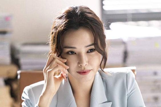 "3 Refreshing Lines By Honey Lee In ""The Fiery Priest"" That Satisfied Viewers' Thirst For Justice"
