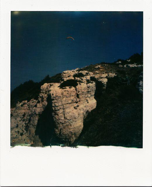 Parapente au dessus des calanques, vers Samena #Marseille #calanques #parapente #sport / www.marseillepolaroid2013.com