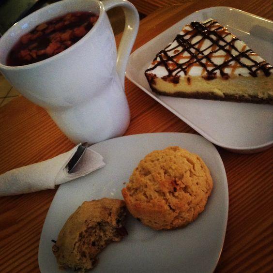 Strawberry kiwi thea. Banana cookie and potatoe chip cookie. New York cheesecake!!