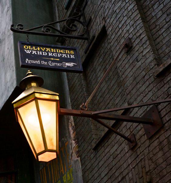 A Magical Look Inside Diagon Alley at Universal Studios, Orlando: http://www.davonnajuroe.com/magical-look-inside-diagon-alley-universal-studios-orlando/ #HarryPotter #DiagonAlley #UniversalStudios #Orlando #Ollivanders