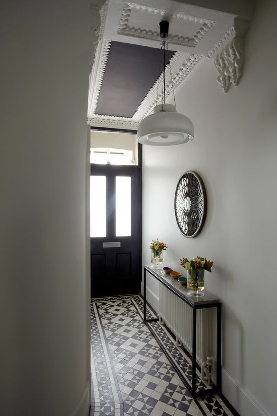 Le Home Familial Foyer Unme : Console table over radiator house entryway pinterest