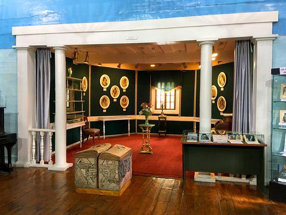 Зал «Жены декабристов в Сибири» в Музее декабристов в Чите. Фото: Evgenia Shveda