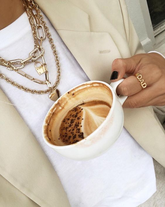 Isabelle Marie W layering gold jewellery perfectly with the dreamiest spring outfit and beige blazer. Gold Chunky chain necklace, Gold padlock necklace & gold dad ring