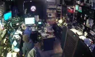 GIZNEYLAND STUDIO-Live Sat & Tues