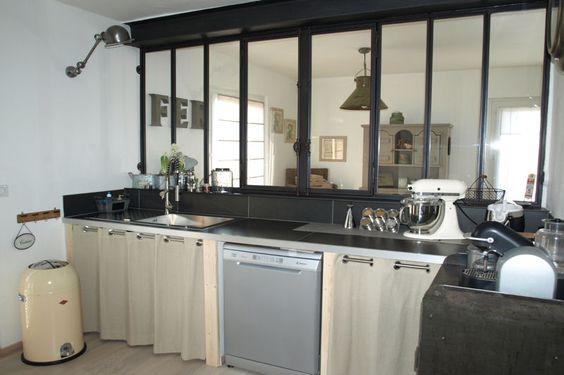 Vous ne voulez plus de votre cuisine ouverte? Installer des fenêtres, elles marqueront la séparation sans la cloitrer. www.entreprise-cochet.com