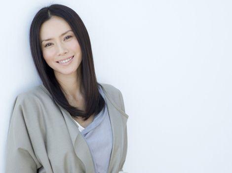 中谷美紀吸い込まれそうな美しい笑顔を見せる画像