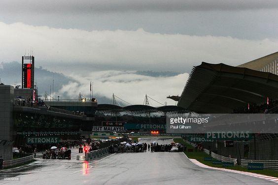 Bolidy na starcie wyścigu o GP Malezji