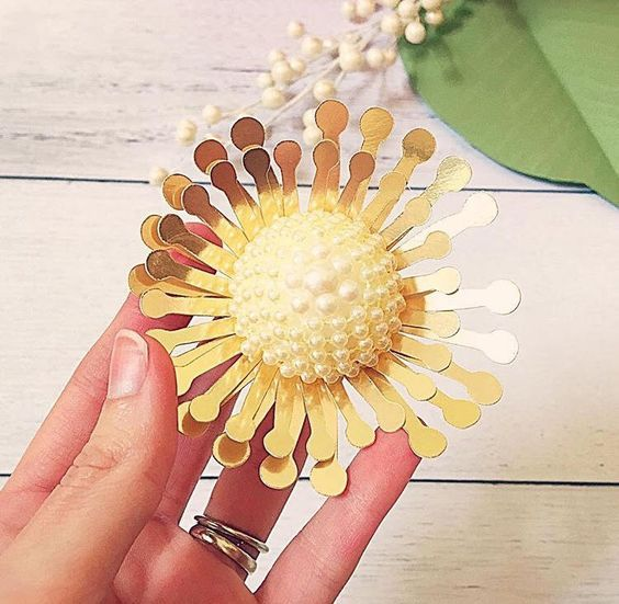 Paper Flower Centers 5 Ways To Make Centers For Giant Flowers Paper Flowers Craft Giant Paper Flowers Diy Paper Flowers