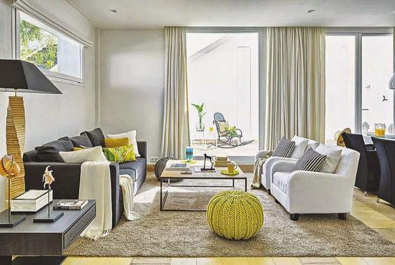 Casinha colorida: Como organizar móveis e acessórios na sala de estar