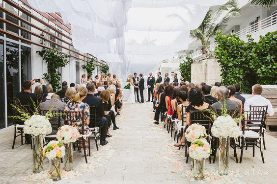 Drapajul de deasupra care protejeaza oamenii impotriva soarelui prea puternic...  James Royal Palm Miami Wedding : Jenney and Chuck - Jasmine Star Blog