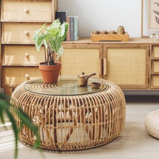 Cottage Innovative 34 Round Woven Rattan Accent Coffee Table