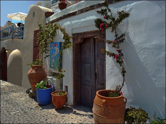 traditional houses in Oia