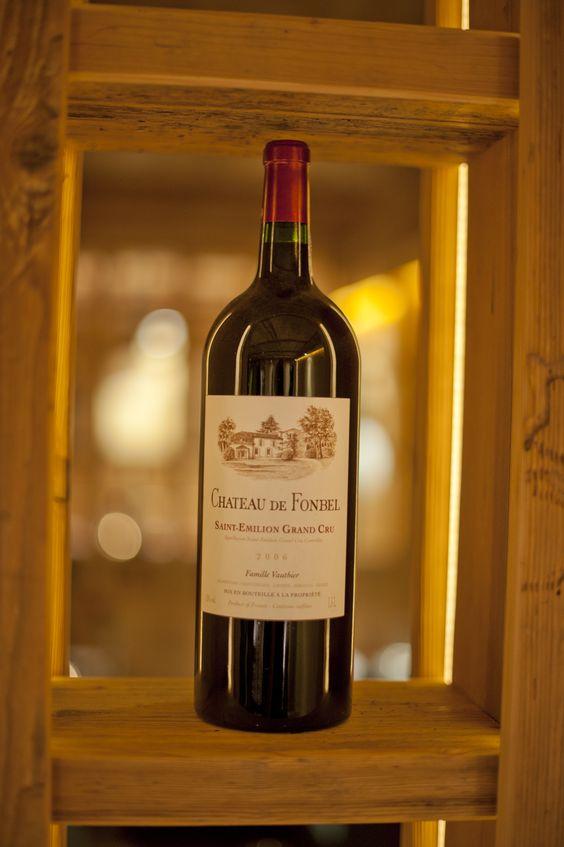 """Ein """"Saint-Emilion Grand Cru"""" vom """"Chateau de Fonbel"""". Unser Weinkeller bietet mit über 65 verschiedenen Weinen aus aller Welt eine große Auswahl und das Passende für jeden Geschmack :-)     #Wine #Wein #redwine #rotwein #bordeaux #weinkeller"""