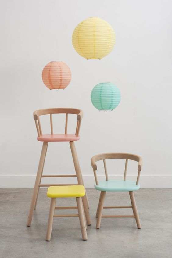 When pictures inspired me 120 chaises peintes pastel for Chaises colorees