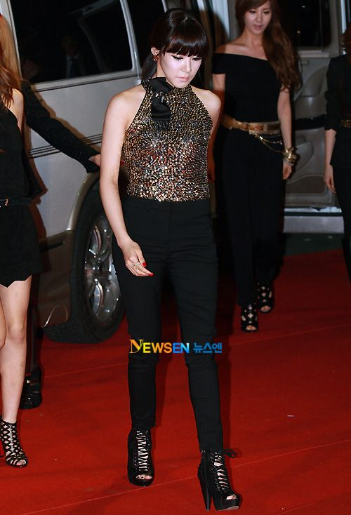 [111103] Tiffany at Red Carpet 2011 Style Icon Awards