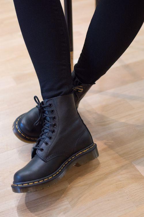 otroliga priser bäst billig online-återförsäljare Dr. Martens Pascal Black Virginia | Dr martens boots outfit ...