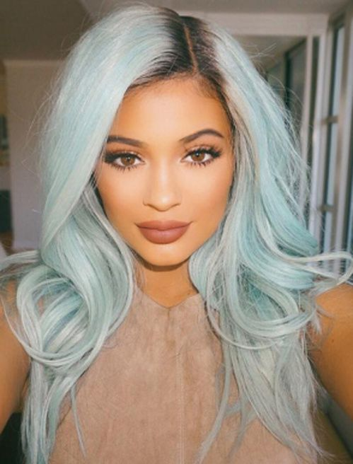kylie jenner cheveux bleu nuit. Black Bedroom Furniture Sets. Home Design Ideas