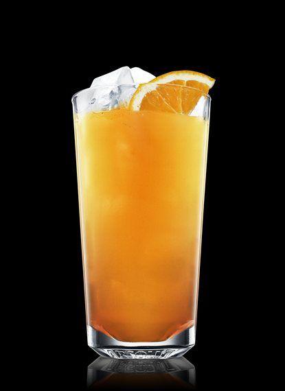 Bocci Ball - Encher um copo alto resfriado com cubos de gelo. Adicionar todos os ingredientes. Decorar com laranja. 5 Partes de Suco de laranja, 1½ Partes de Amaretto, 1 Fatia de Laranja