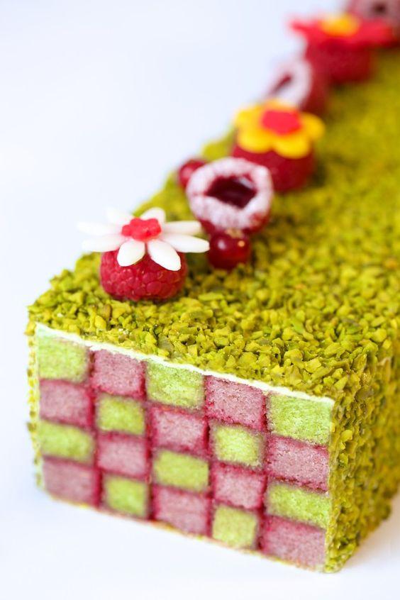 le cake à la pistache et à la confiture de framboise pépin de Ken Thomas au Westin Paris-Vendôme