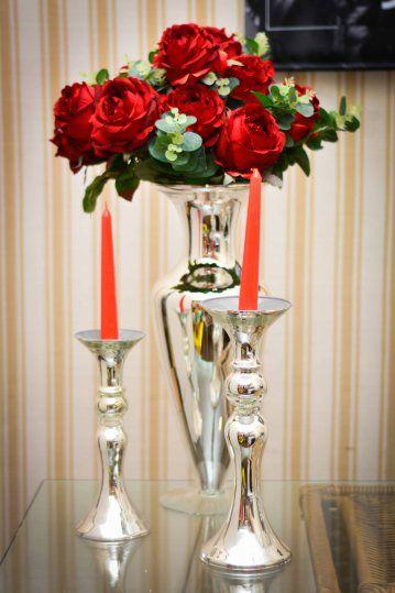 Rosas Vermelhas + Velas = Combinação mais romântica impossível. Para o dia dos Namorados e todos os outros do ano!
