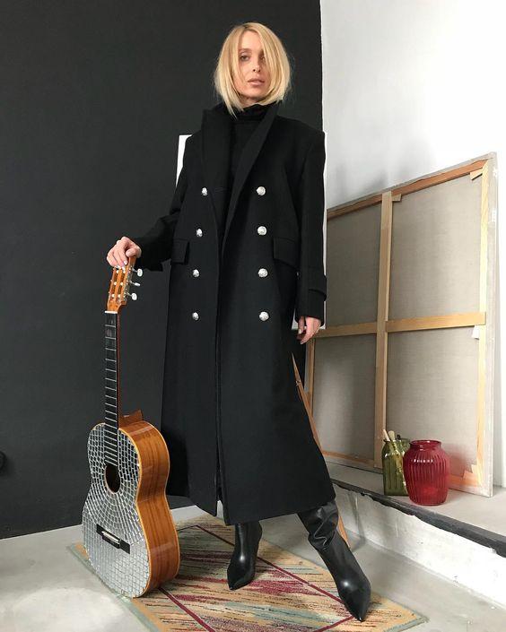 "@t.a.s.h.a.m.i on Instagram: ""Двубортное пальто в стиле милитари 🖤 Размер:s/m Состав: 100% шерсть 1️⃣4️⃣5️⃣0️⃣0️⃣"""