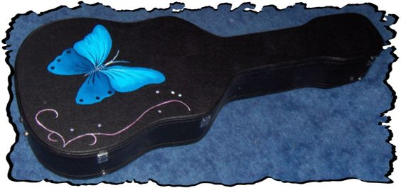 Made by Marina Verschoor > Vlinder op een gitaarkoffer > Butterfly painting on a guitarcase