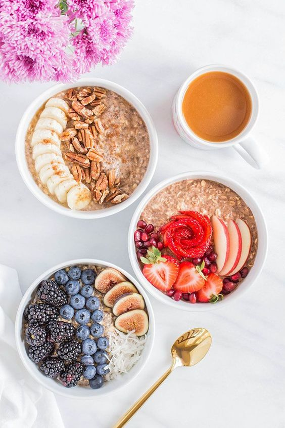 Contributor Kara Stout offers us a trio of tasty overnight oatmeal recipes that each take only five minutes to prep and make—count us in!