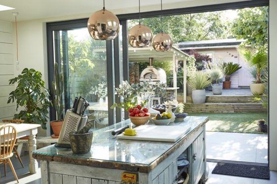 Keukeninspiratie uit London. Voor meer keukens en keukentrends kijk eens op http://www.wonenonline.nl/keukens/ - kitchen