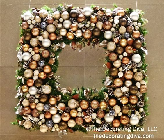 Square Christmas Wreath | TheDecoratingDiva.com
