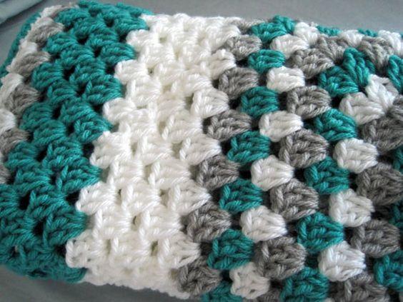 Weich und anschmiegsam Handarbeit häkeln Baby-Decke in Oma quadratische Muster. Farben: Mint weiß grau gestatten Sie 7-10 Tage für diese