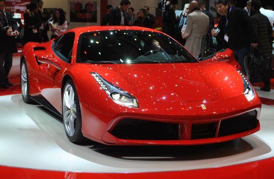 Ferrari 488 GTB : Toujours plus de puissance pour la berlinette : Salon de Genève 2015 : les voitures de luxe et de sport à l'honneur - Linternaute
