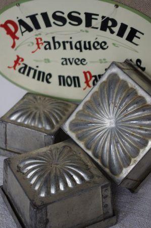 anciens moules à gâteaux en fer