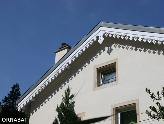 pignon avec m daillon central frises et lambrequins de toit pinterest. Black Bedroom Furniture Sets. Home Design Ideas