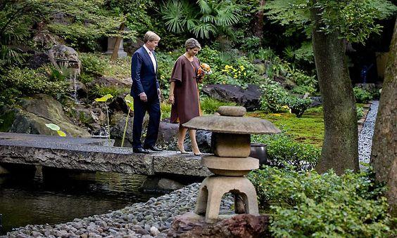 Le Roi Willem-Alexander et la Reine Maxima un voyage de 3 jours au Japon sur le plan économique. Une Cérémonie de bienvenue au Palais impérial de Tokyo en présence de la famille Impériale.