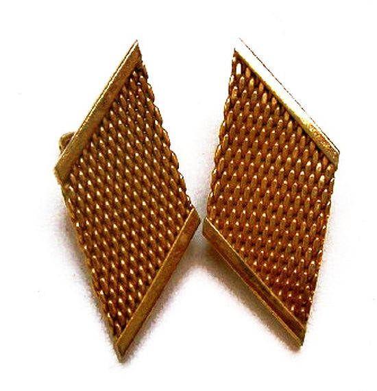 "#Goldmesh #ClipOnEarrings #Abstract #GoldMetal #MidCentury #geometrics #vintagefashion 1 1/2"" Vintage"