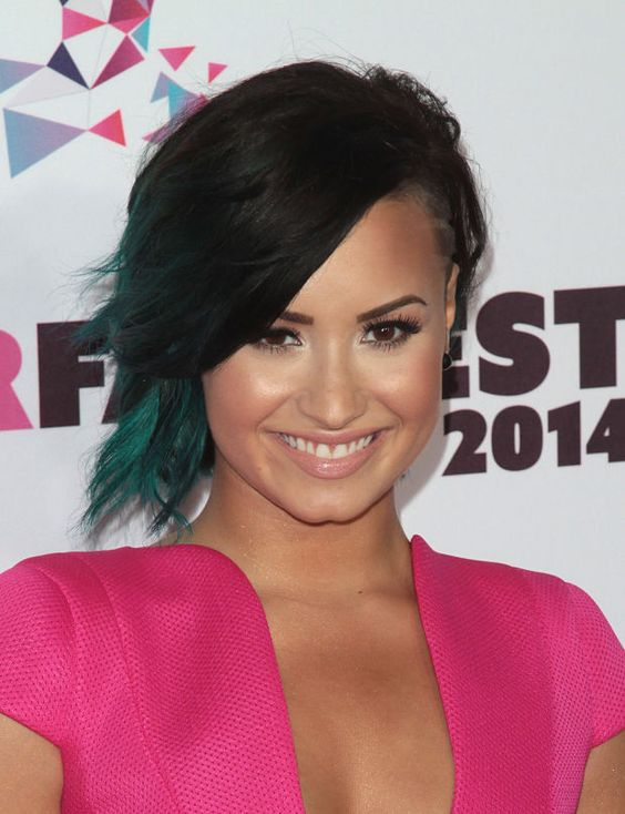 Demi Lovato at the 2014 Vovo SuperFanFest. http://beautyeditor.ca/2014/10/21/demi-lovato-beauty-looks