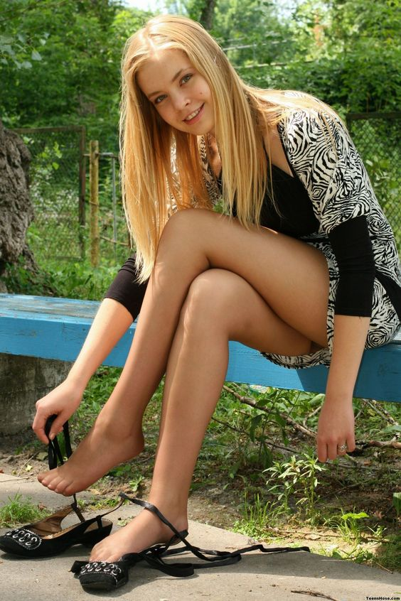 In Pantyhose Dating Tips 75