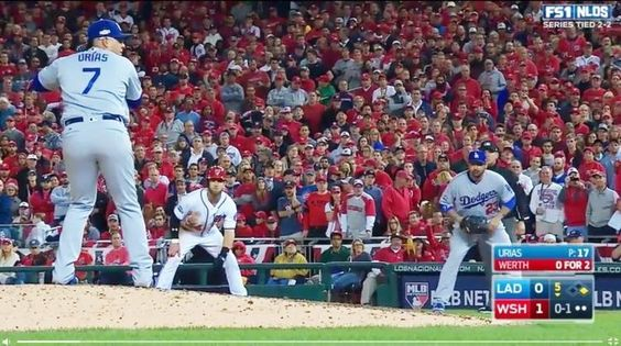 MLB道奇史上最幼齒投手季後賽演超狂牽制影音 - 自由時報電子報