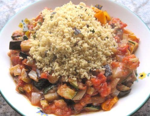Gegrillte Gemüsesauce mit Basilikum-Couscous - Rezept - ichkoche.at