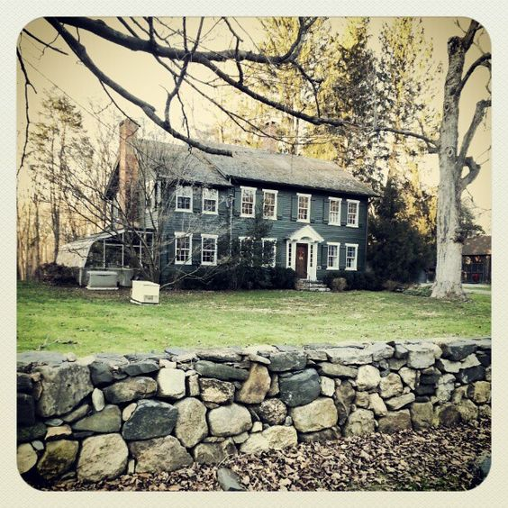 One of my favorite old houses in my neighborhood an old for New england colonial style