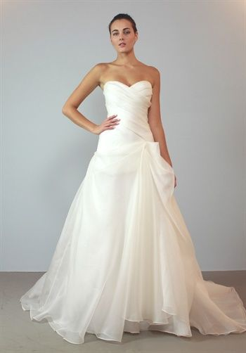 I reallly like this dress, surprisingly... I think its elegant but also plain at the same time...BEAUTIFUL