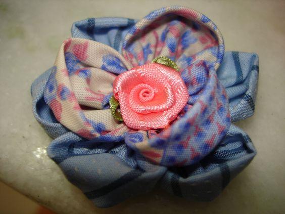 https://flic.kr/p/65TM9s | Flores | Flor de fuxico com miolo de flor de fita de cetim.